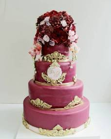 Свадебный торт Цветы бордо