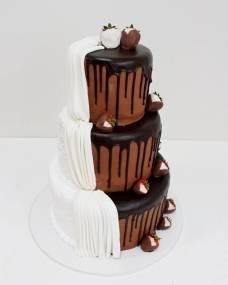 Свадебный торт Клубника в шоколаде