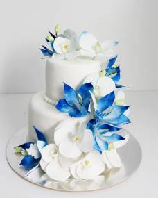 Свадебный торт Бело-синие орхидеи